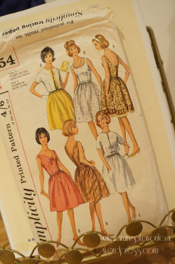 I used a heavily modified version of Simplicity 5954